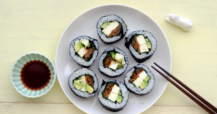 アボカドと豆腐マリネの太巻き Vegan Avocado and Marinated Tofu Futomaki( Sushi-Roll)