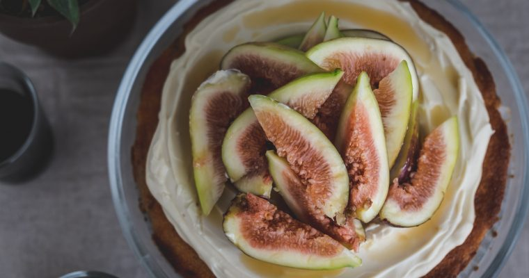 イチジクのケーキ Fig cake with whipped soy yogurt cream / Vegan & Gluten free